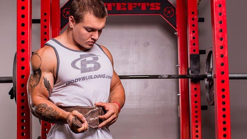 Использование атлетического пояса уменьшает риск получения травмы поясницы